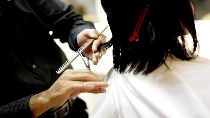 Kadınları uyutup saçlarını çalıyorlar