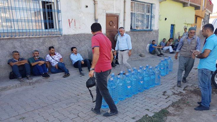 Sur'da yıkım devam edem mahallelere içme suyu