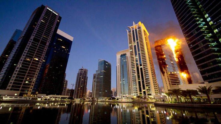 Dubai'deki 87 katlı Torch kulesinde yangın çıktı