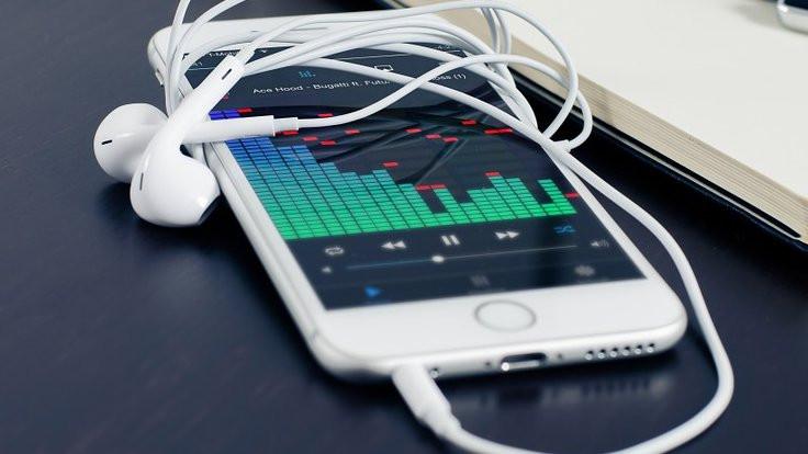 Apple'dan eski telefon özrü