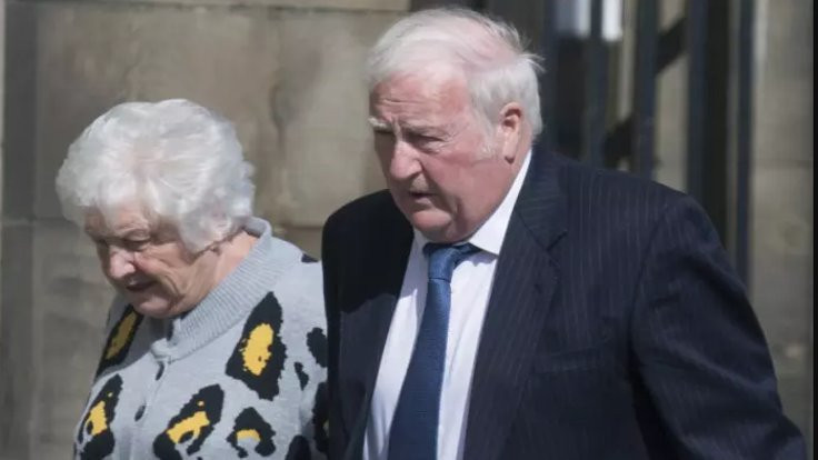 Otelde çıplak gezen emekli çifte ceza
