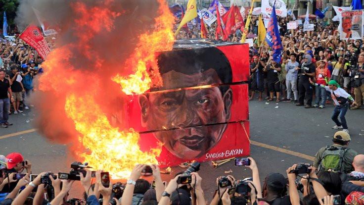 Duterte: Doğruysa, oğlumu öldüren polisi korurum!