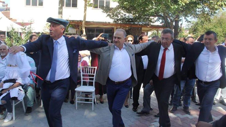 Selanik usulü köy düğününde 'protokol halayı'
