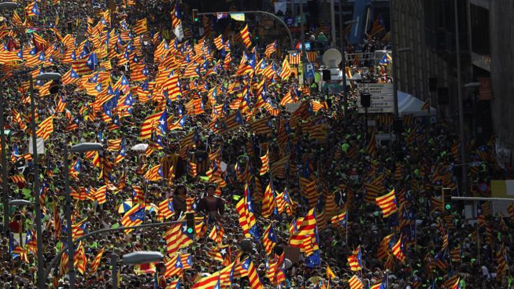 Yüz binlerce Katalan bağımsızlık için yürüdü