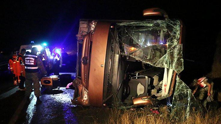 Sivas'ta yolcu otobüsü devrildi: 1 ölü, 3 yaralı