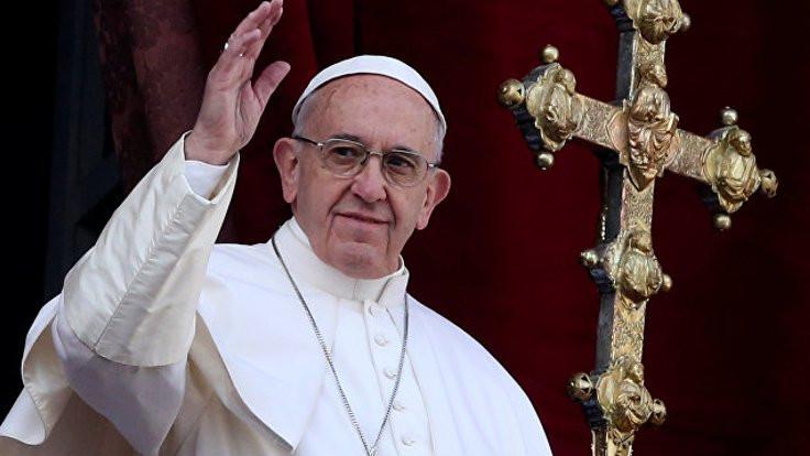 Papa ağzını bozdu: Aptallar!
