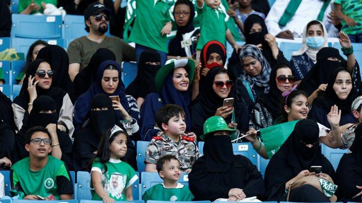 Suudi kadınlara araç kullanma izni