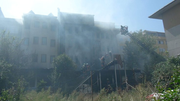 Eyüp'te öğrenci yurdunda yangın