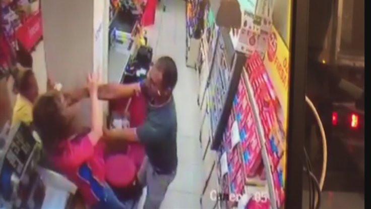 Basketbolcu, kadın kasiyere saldırdı