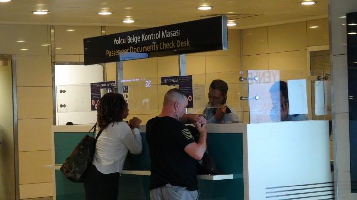 ABD vatandaşları, havalimanından geri çevrildi