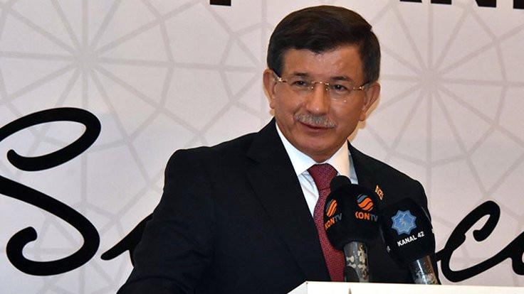 Davutoğlu eleştirdi, rektörlük derneği suçladı