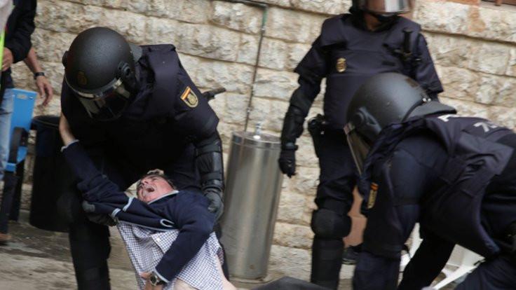 Katalanlara polis müdahalesi: En az 400 yaralı