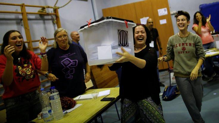 Katalonya'da bağımsızlık oyları, 'bağımsızlıkçıları' geçti