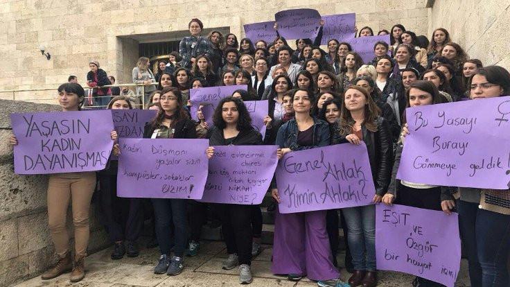Kadınlar Meclis'i mora boyadı