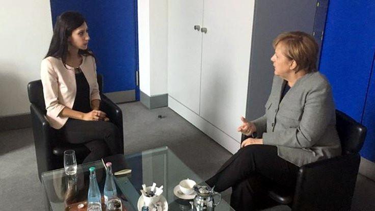 Merkel, Deniz Yücel'in eşiyle görüştü