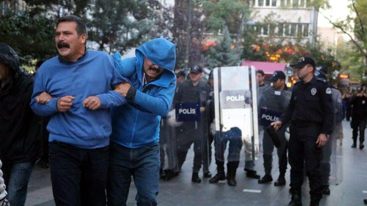 Veli Saçılık ve Erkan Baş'ın yüzüne biber gazı