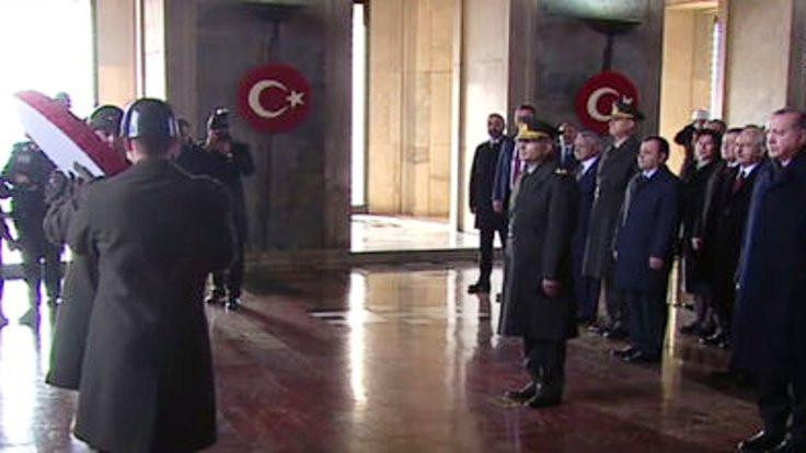Atatürk törenlerle anılıyor
