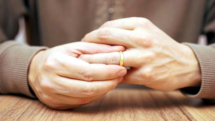 Evli kişiyle ilişkiye giren için tazminat karmaşası!