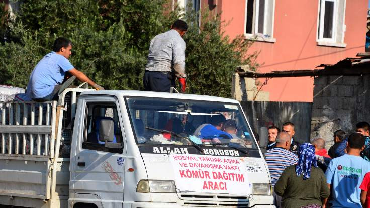 Adana'da kömür yardımı izdihamı