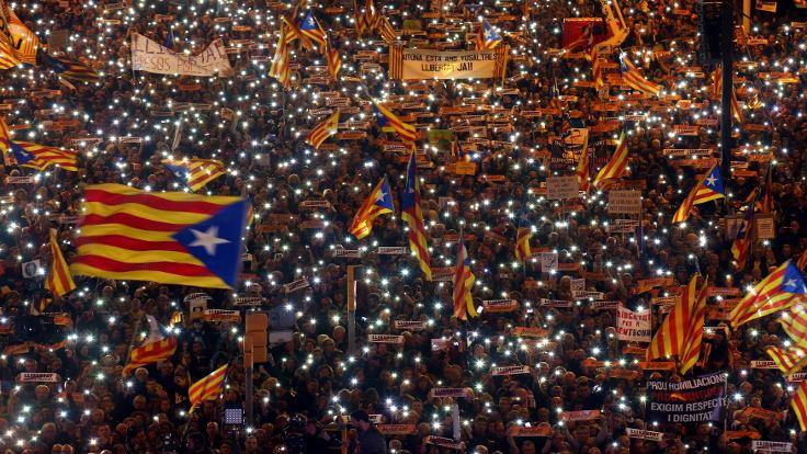 Katalonya'da 750 bin kişi 'özgürlük' için yürüdü