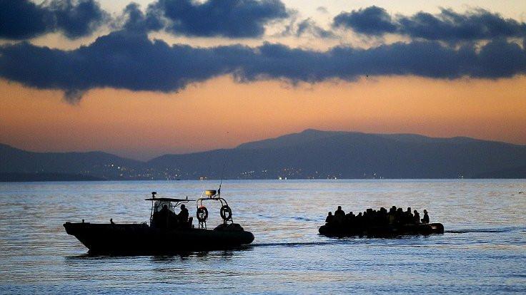 Ege Denizi'de mülteci botu battı