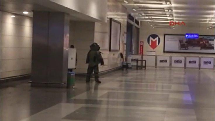 Metro durağında bulunan çanta fünyeyle patlatıldı