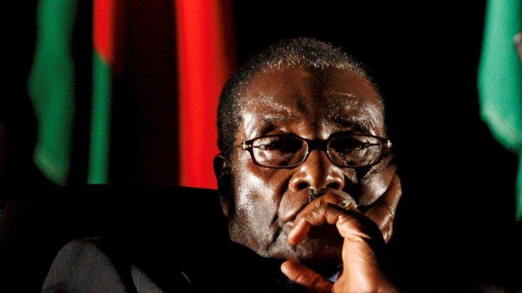 Zimbabve'de iktidar partisi Mugabe'yi tasfiye ediyor
