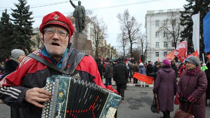 Ruslar yüz yıl sonra Ekim Devrimi için ne diyor?