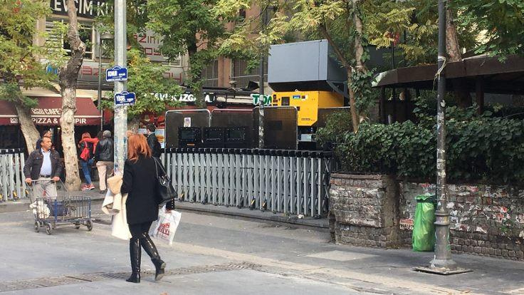 Yüksel Caddesi'ne 'mobil karakol' kuruldu