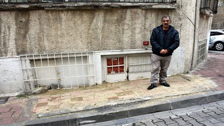 Belediye evinin kapısına duvar ördü