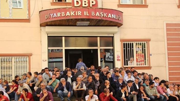 HDP'li vekil Pir'e merdivende oturma fezlekesi