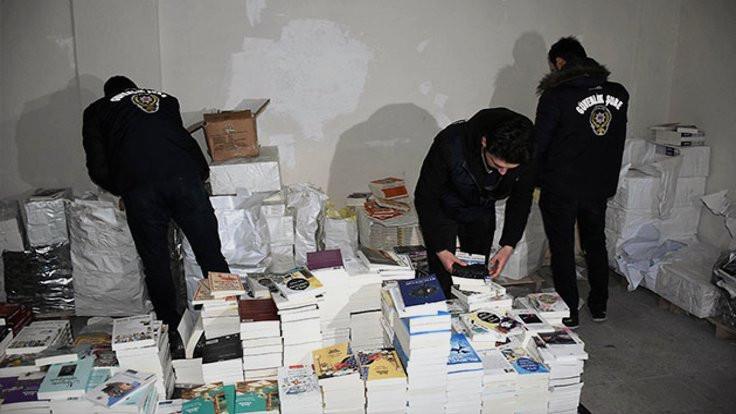 Sultangazi'de 1 milyon TL'lik korsan kitap ele geçirildi