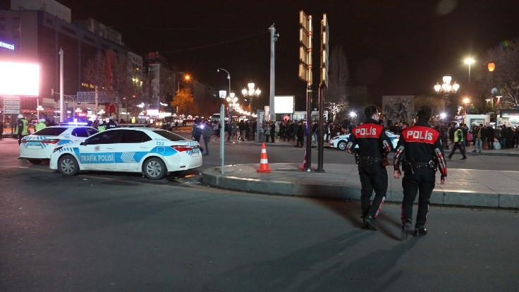 Kızılay Meydanı araç trafiğine kapatıldı