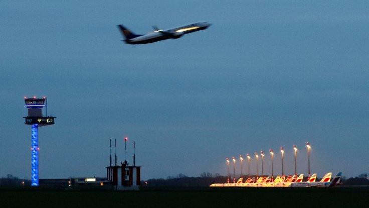 Alman pilotlar 'sınır dışı' uçuşlarını reddetti