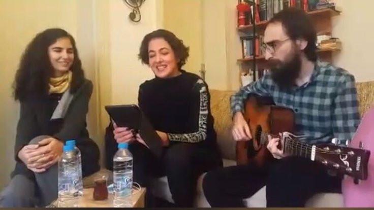 Cumbul, Özakça ile şarkı söyledi