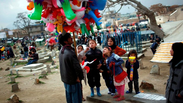 Newroz tê Newroz tê li sûka Mehabad…