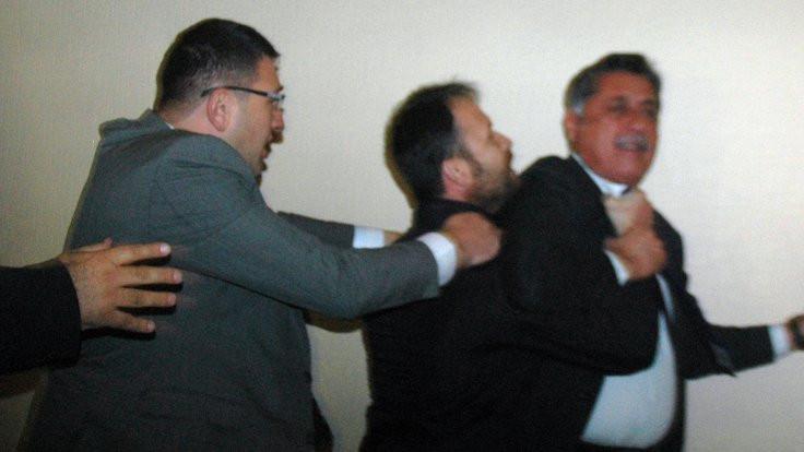 CHP Afyonkarahisar Kongresinde arbede çıktı