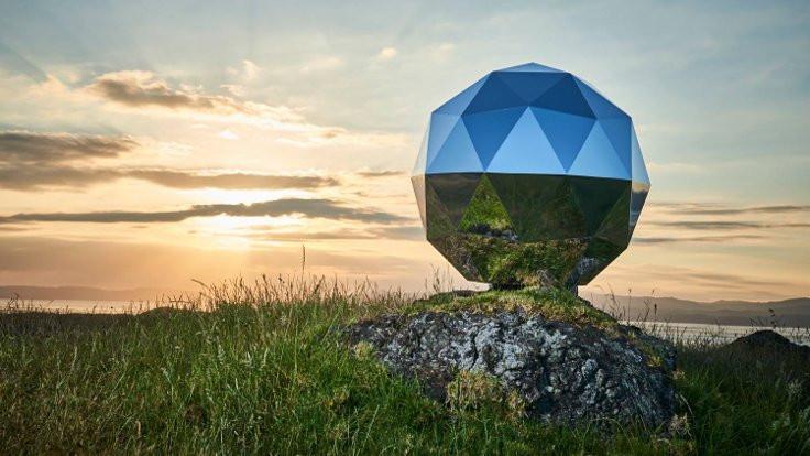 Gökbilimciler, 'disko topu' uyduya tepkili