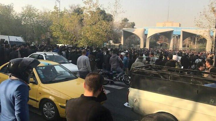 İran'da 'silahlı protestocular' iddiası