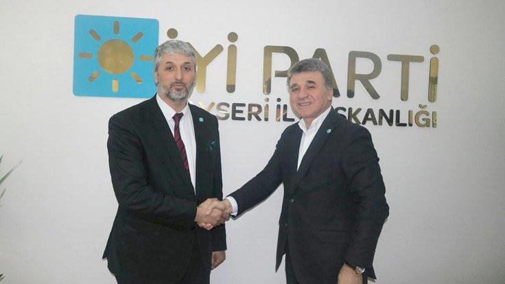 AK Partili Büyükşehir Belediye Meclisi üyesi İYİ Parti'ye geçti