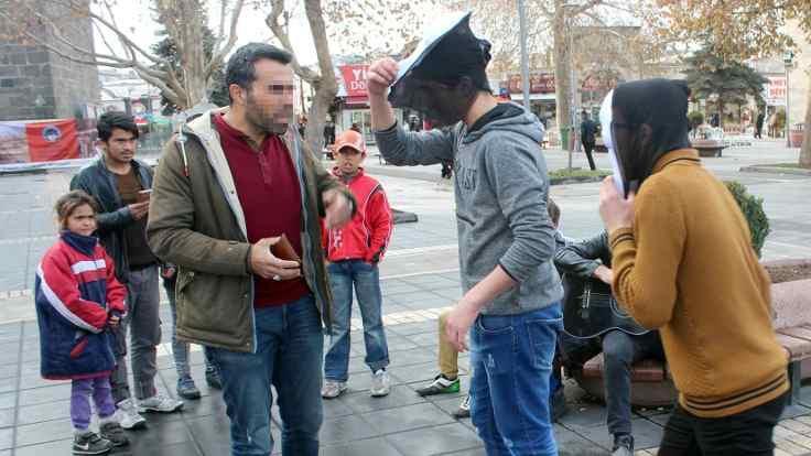 Polisten keyfi Çığlık maskesi yasağı