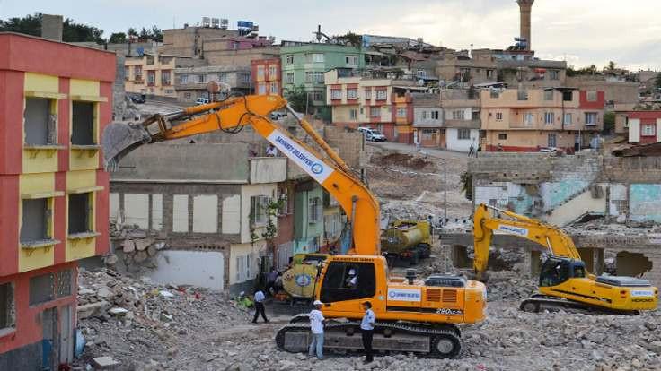 Denetimsiz yıkılan binalar asbest saçıyor