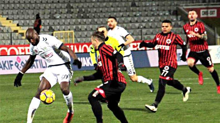 Gençlerbirliği - Konyaspor maçında Yatabare'nin çenesi kırıldı