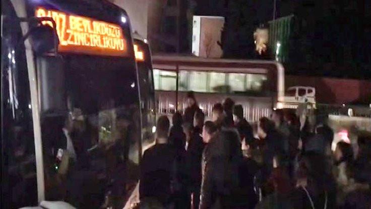 Yolcuların 'dolu Metrobüs' isyanı