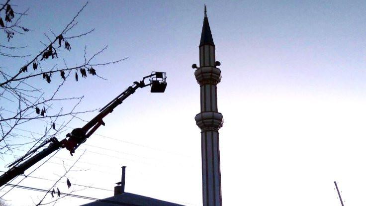 Minarede ölen imamın cenazesi vinçle indirildi