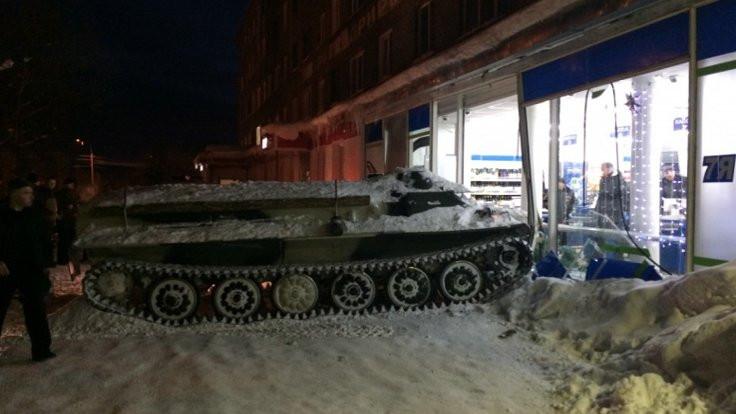 Rusya'da 'tankla' şarap çaldılar