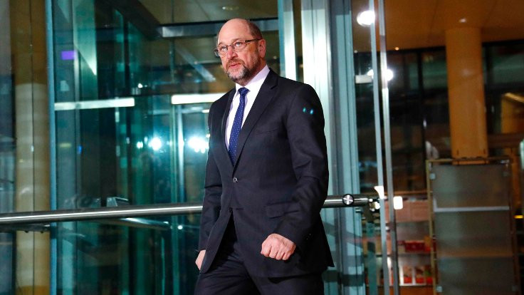 SPD lideri MartinSchulz istifa etti