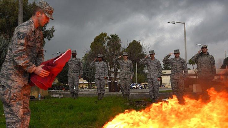 ABD bayrağı yakılarak hizmetten kaldırıldı
