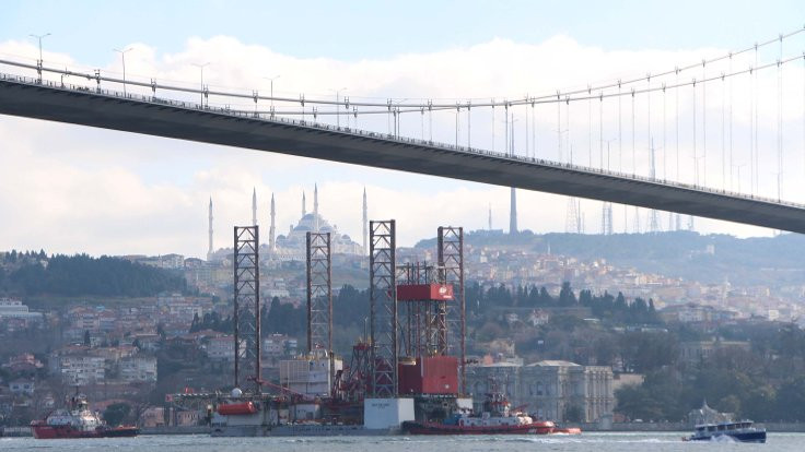 Dev platform Boğaz Köprüsü'nden geçti
