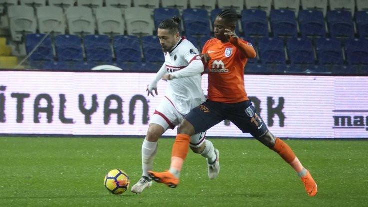 Başakşehir zirveyi Galatasaray'a bıraktı